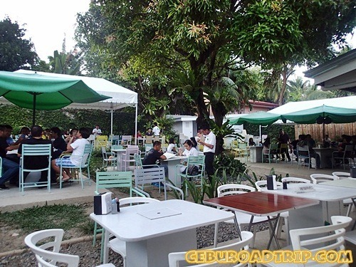 backyard dining at Manggahan