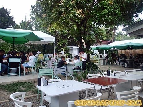 backyard dining at Manggahan